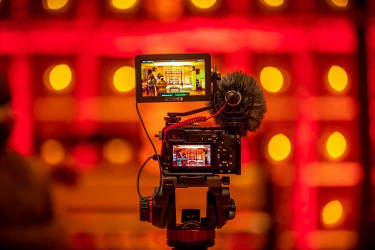 動画を撮っているカメラ